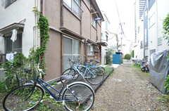 駐輪場の様子。(2015-08-31,共用部,GARAGE,1F)