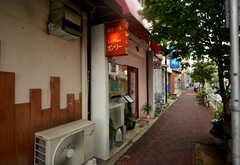 住居のすぐ近くに味のある喫茶店。(2015-08-31,共用部,ENVIRONMENT,1F)