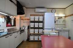部屋ごとに分けられた食材などを置けるスペースがあります。(2013-09-17,共用部,KITCHEN,1F)