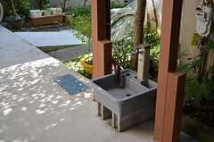 玄関脇の水場。(2012-10-16,共用部,OTHER,1F)