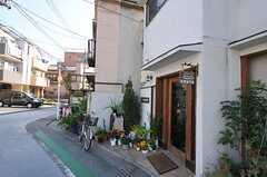 ご近所のカフェは、近隣住民の憩いの場です。(2012-10-16,共用部,ENVIRONMENT,1F)