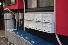 郵便受けとゴミ箱は専有部ごとに用意されています。(2019-05-23,周辺環境,ENTRANCE,1F)