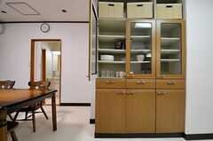 食器棚の様子。(2014-04-28,共用部,KITCHEN,1F)