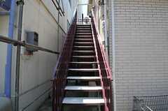 階段の様子。階段下が自転車置き場です。(2011-06-22,共用部,OTHER,1F)