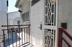 シェアハウスの正面玄関。(2011-06-22,周辺環境,ENTRANCE,2F)