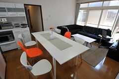 テーブルは延長可能なので、パーティー時には重宝しそう。(2011-06-22,共用部,LIVINGROOM,2F)