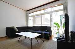 ソファも設置されています。(2011-06-22,共用部,LIVINGROOM,2F)