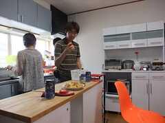 使いやすいキッチンになっている(運営事業者様コメント)。 ※事業者様提供素材(2011-07-12,共用部,PARTY,2F)