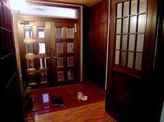 正面玄関の様子。(2006-03-11,周辺環境,ENTRANCE,2F)