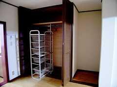 専有部の様子。(205号室)2。収納の様子。この部屋はまだ改装中。(2006-03-11,専有部,ROOM,2F)