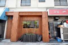 道路から見ると、まるで飲食店のよう。(2010-03-23,周辺環境,ENTRANCE,1F)