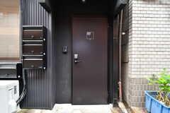 シェアハウスの玄関。(2019-08-30,周辺環境,ENTRANCE,1F)