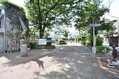 すぐ近くにあらかわ遊園の入口があります。(2015-07-13,共用部,ENVIRONMENT,1F)