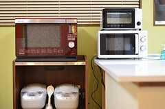 キッチン家電の様子。ウォーターオーブンもあります。(2012-11-16,共用部,KITCHEN,1F)