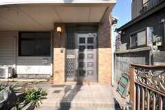 シェアハウスの正面玄関。(2009-03-02,周辺環境,ENTRANCE,1F)
