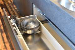 シンクの下は共用の鍋やフライパンを収納予定とのこと。(2017-07-10,共用部,KITCHEN,7F)