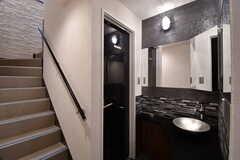 階段脇にもトイレが用意されています。(2017-07-10,共用部,TOILET,6F)