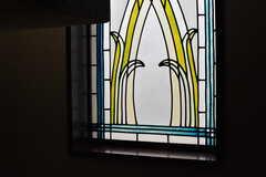 ステンドグラスが飾られています。(2017-07-10,共用部,TOILET,6F)