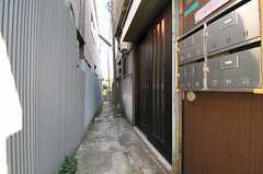 シェアハウスの玄関ドア。(2013-09-12,周辺環境,ENTRANCE,1F)