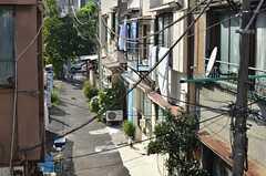 窓からは路地が見えます。(2013-09-12,共用部,OTHER,2F)
