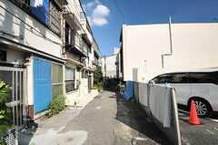 シェアハウスの前は小さな路地。(2013-09-12,共用部,ENVIRONMENT,1F)