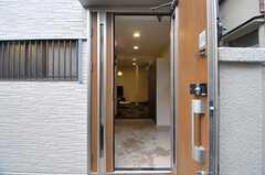 正面玄関から見た内部の様子。(2012-04-27,周辺環境,ENTRANCE,1F)