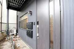 シェアハウスの正面玄関。(2010-10-28,周辺環境,ENTRANCE,1F)