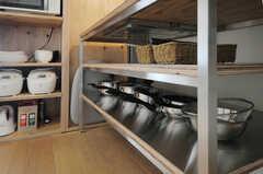 シンク下は調理道具を置くスペースとなっています。(2012-09-18,共用部,KITCHEN,5F)