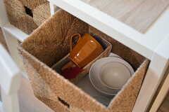 各部屋ごとに使える収納の様子。カップやお皿、カトラリーなどの食器類はひとり1セット用意されています。(2015-11-27,共用部,LIVINGROOM,2F)