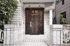 シェアハウスの正面玄関。(2009-10-05,周辺環境,ENTRANCE,1F)
