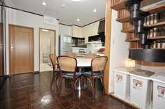 シェアハウスのキッチン周辺の様子。(2009-10-05,共用部,LIVINGROOM,1F)