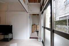 リビングから見た玄関周りの様子。(2011-08-23,周辺環境,ENTRANCE,1F)