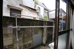 リビングの外にある物干しスペース。(2011-08-23,共用部,OTHER,1F)