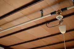 天井にはスプリンクラーが付いています。(204号室)(2011-08-23,専有部,ROOM,2F)