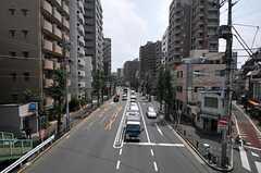 歩道橋から見た本郷通りの様子。(2011-08-23,共用部,ENVIRONMENT,1F)