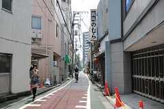 近くにはちょっと雰囲気のある路地もあります。(2011-08-23,共用部,ENVIRONMENT,1F)