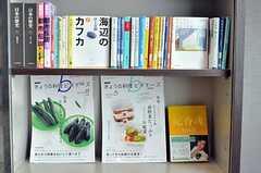 文豪の町をイメージして本を集めたのだそう。(2011-02-25,共用部,OTHER,2F)