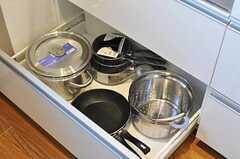 鍋類は引き出しに収納されています。(2011-02-25,共用部,KITCHEN,2F)
