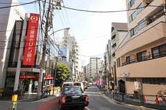 シェアハウスから東京メトロ千代田線・千駄木駅へ向かう道の様子。(2011-02-25,共用部,ENVIRONMENT,1F)