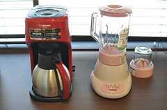 ジューサーとコーヒーメーカーも置かれています。(2013-03-22,共用部,KITCHEN,2F)