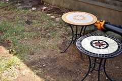 庭にはテーブルが置かれています。(2013-03-22,共用部,OTHER,1F)