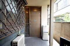シェアハウスの正面玄関。(2008-07-15,周辺環境,ENTRANCE,1F)
