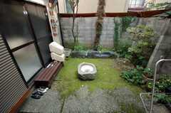 庭の様子。ここでは喫煙も可能。(2008-07-15,共用部,OTHER,1F)