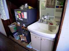 3F廊下に設置されたシンクと冷蔵庫(2005-06-06,共用部,OTHER,)