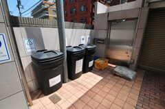シェアハウスのごみ置き場の様子。(2013-05-23,共用部,OTHER,1F)