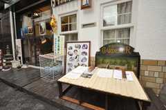 美術館はシェアハウスを併設している。(2009-11-12,周辺環境,ENTRANCE,1F)