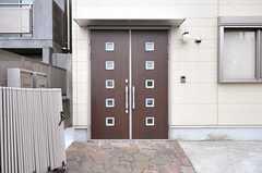 シェアハウスの正面玄関。(2011-10-21,周辺環境,ENTRANCE,1F)