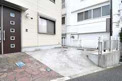 自転車置き場の様子。自動車の駐車は要相談とのこと。(2011-10-21,共用部,GARAGE,1F)