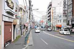 シェアハウスから東京メトロ千代田線・根津駅へ向かう道の様子。(2011-10-21,共用部,ENVIRONMENT,1F)