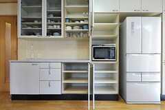 キッチンには収納スペースが豊富にあります。(2013-03-28,共用部,KITCHEN,1F)